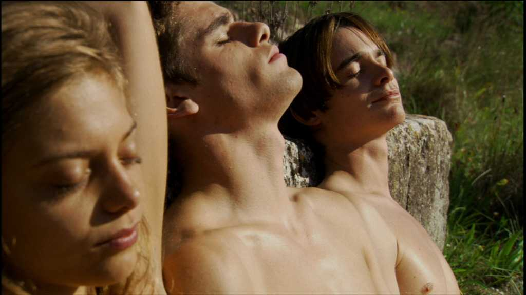 Chacun sa nuit threesome erotic scene mfm 7