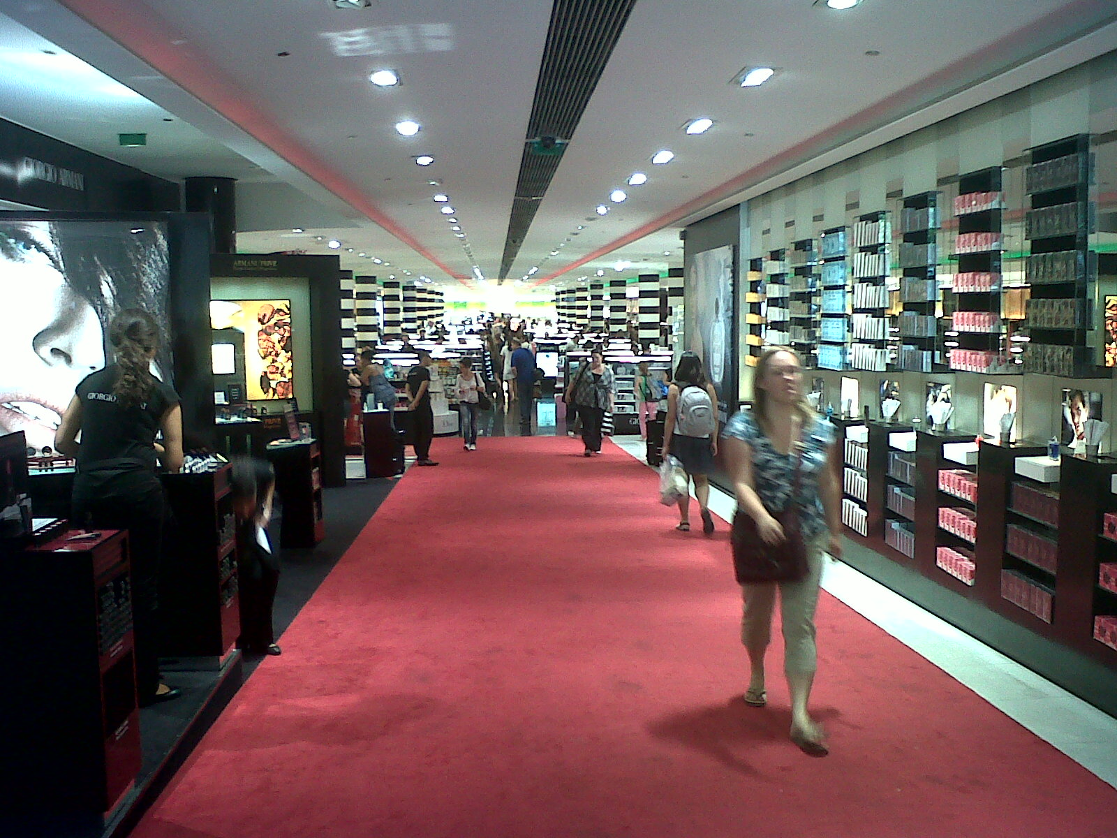 Your Beauty Industry: Sephora on the Champs Elysees & its mysterious UK departure