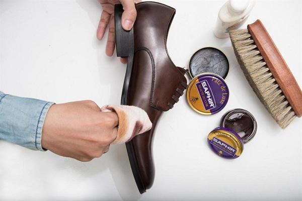 Những cách tẩy sạch vết mực trên giày da nam hiệu quả