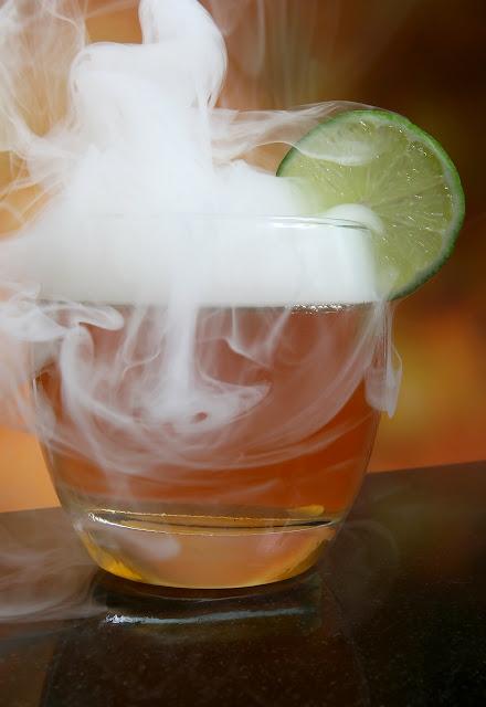 萊姆常被用來調製雞尾酒。