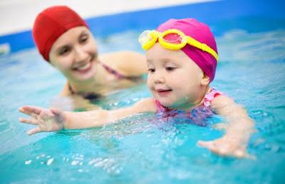 Thời điểm cho trẻ học bơi tốt