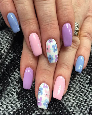 Fashion nail design with tumblr flowers