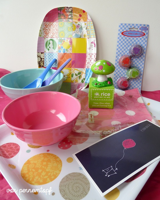 penne im topf erdbeermilch erst wird es pink und dann kunterbunt. Black Bedroom Furniture Sets. Home Design Ideas