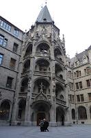 Escalera interna del Neues Rathaus.