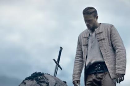 Sinopsis Film King Arthur: Legend of the Sword, Petualangan Arthur Merebut Tahta Tertinggi
