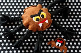 DIY Halloween spider dog toy
