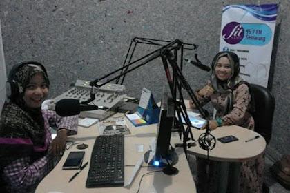 Berbagi tentang Bersahabat dengan Stres di Fit Radio, Semarang [Cerita Pengalaman Siaran di Radio]