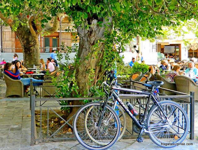 Café na Praça Syntagma, Nafplio, Grécia