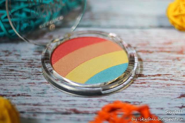 Essence Prismatic Rainbow glow highlighter 10 be a unicorn