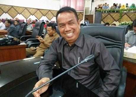 DPRD Padang Sahkan Ranperda Perubahan APBD 2017 Menjadi Perda