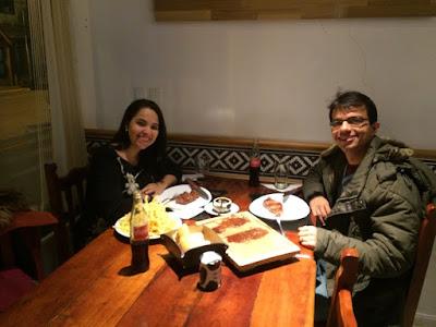 Jantando no Boliche do Alberto um delicioso bife de chorizo