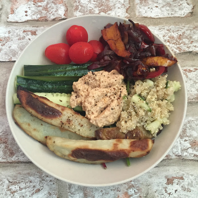 buddha bowl with hummus, vegetables and quinoa http://psychologyfoodandfitness.blogspot.com/