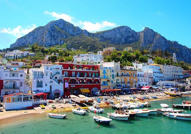 Vista da Ilha de Capri na Itália