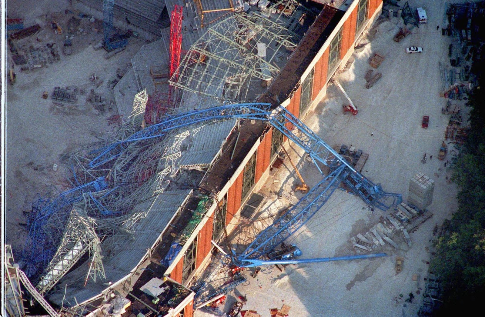 the reasons for the big blue collapse of 1999 Today we're going to point our skeptical eye, once again, at the events of september 11, specifically at world trade center 7, the building that collapsed after the twin towers for no apparent reason, in a manner consistent with a controlled demolition we're entering the weird wild and wacky world.