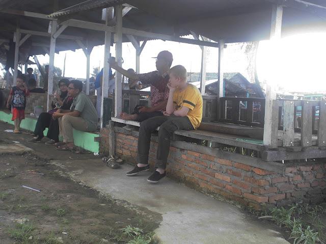 Menikmati Kebersamaan dengan Keluarga di Warung Mamak