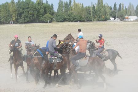 kyrgyz horse games, kyrgyzstan ulak tartysh, kyrgyzstan art craft tours