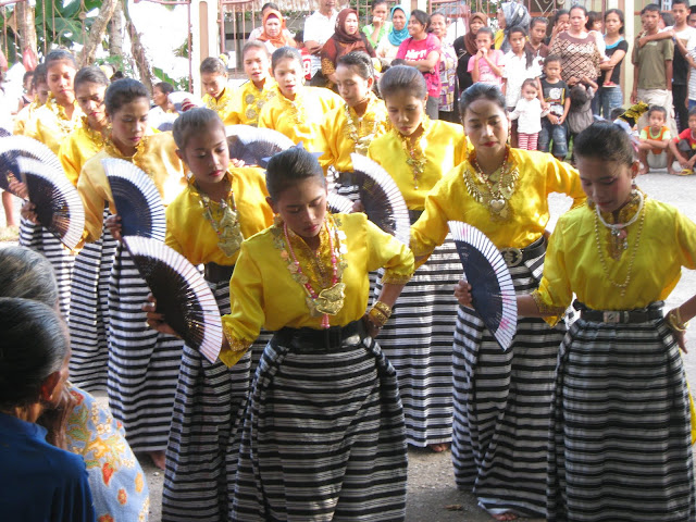 News KABALI IndoNesiAN CultuRE On The WOrlD: TARIAN quot;LARIANGI KAREKEquot; ASAL KERATON LIYA