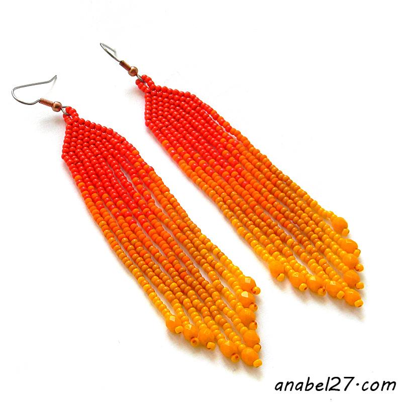 яркие оранжевые серьги из бисера с бахромой