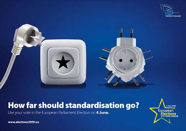 cartel del parlamento europeo representando un adaptador de enchufe con muchas entradas y uno con una sola en forma de estrella