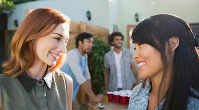 10 أشياء تخصك.. تكشفها حبيبتك لصديقاتها بنات فتيات صديقات اصدقاء الصداقة girls friends women