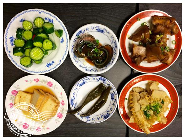 原鄉牛肉麵-多樣化的小菜值得推薦