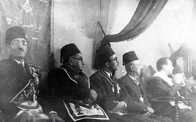 Ata Al Ayoubi, Perdana Menteri Syria pada tahun 1936 dan para grand master Freemason (foto ke 4 dari kiri)
