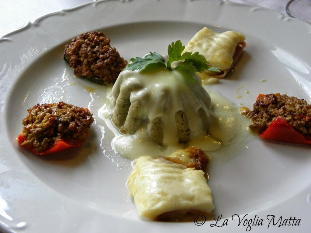 Ristorante Savron mousse di carciofi su fonduta di formaggio e verdure ripiene