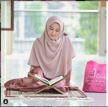 Tutorial Hijab Menutupi Dada Ala Seleb , model hijab menutupi dada, hijab syari, cara mudah berhijab syarii