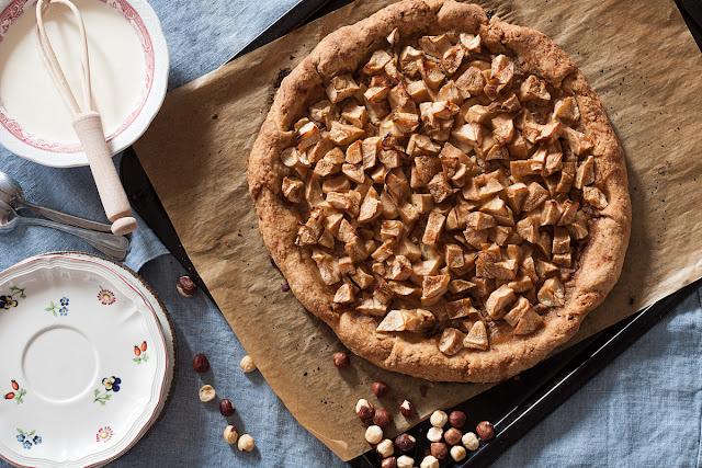 Prhki kolač sa jabukama i namazom od lješnika