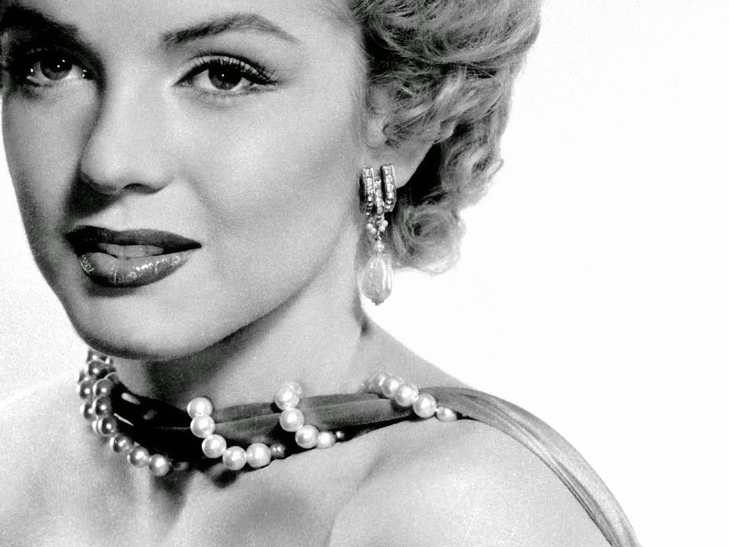 Marilyn Monroe Wallpaper Black And White Images Hd Wallpapers