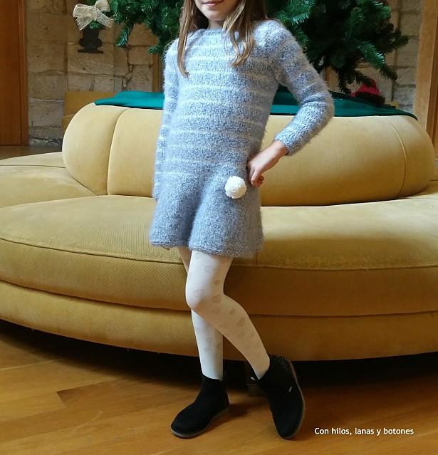 Con hilos, lanas y botones: vestido duende. Vestido de punto para niña. Patrón de Lanas Katia.