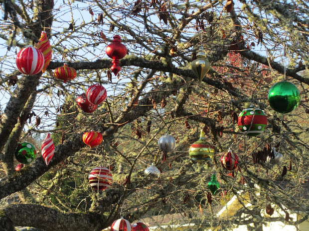 Large Outdoor Christmas Tree Ornaments