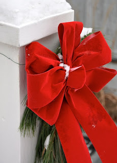 christmasbow 3 Exterior Holiday Decorating Ideas 15