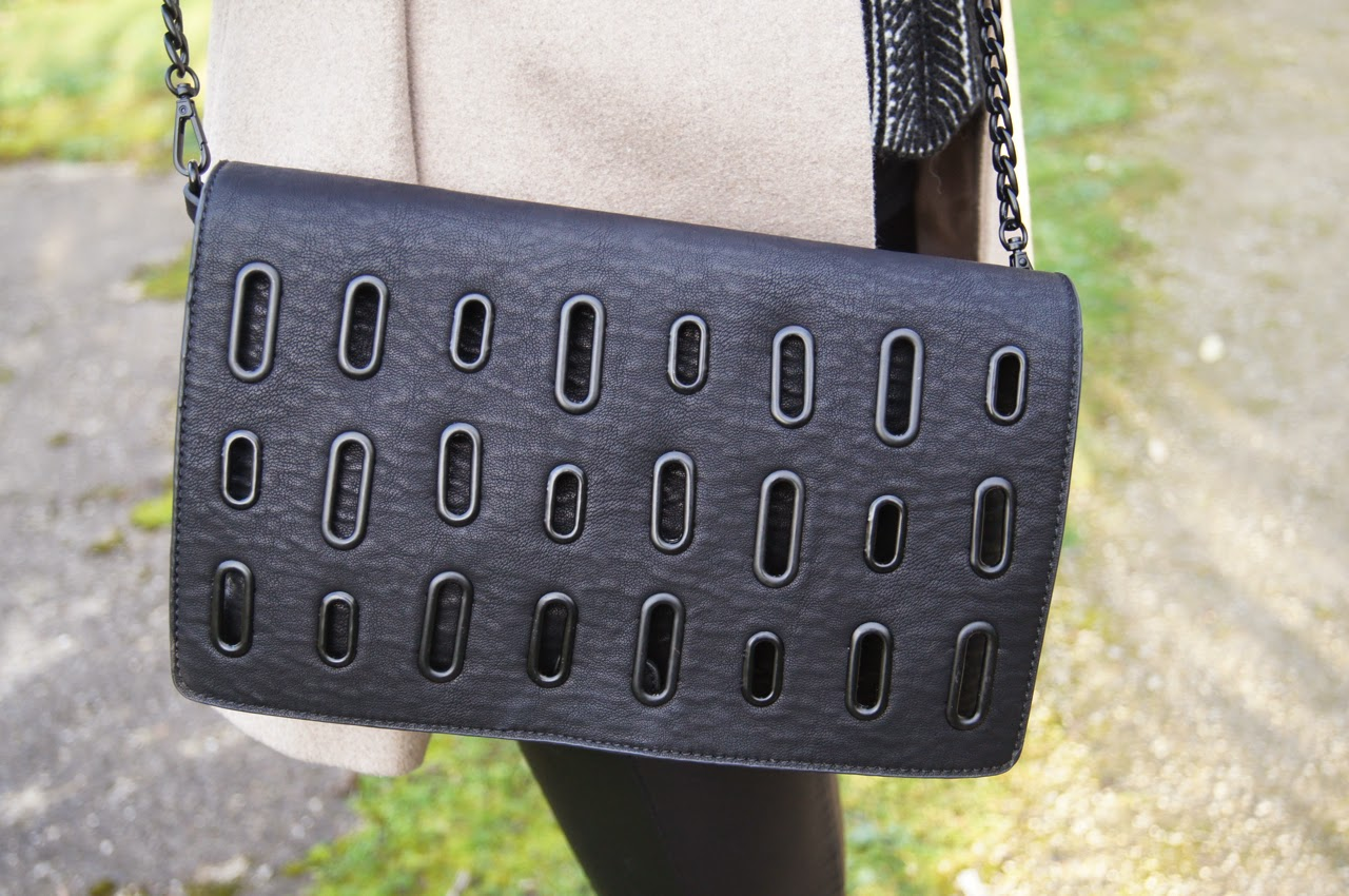 style blog camel and black outfit zara messenger bag