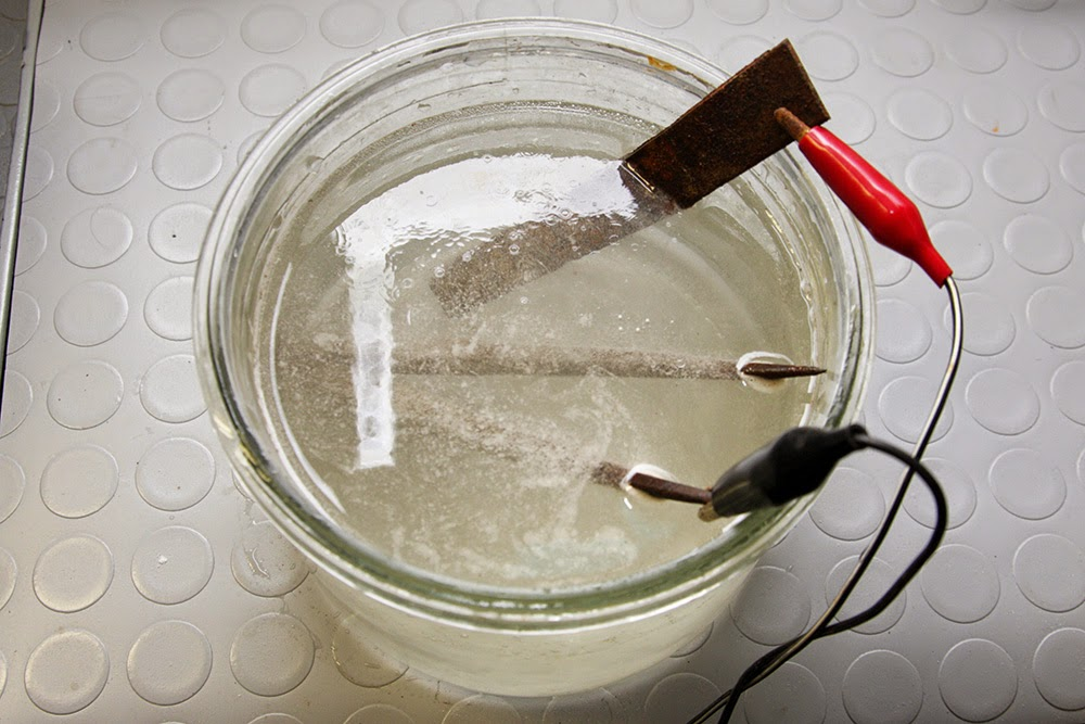 Pulizia restauro del ferro con elettrolisi guida reazione