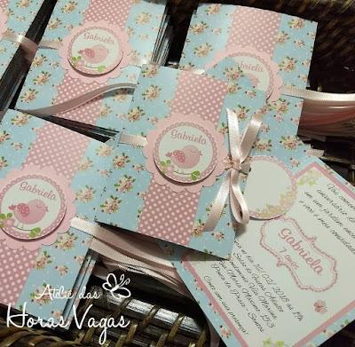 convite de aniversário infantil personalizado jardim encantado floral delicado vintage azul claro rosa passarinhos borboletas 1 aninho menina