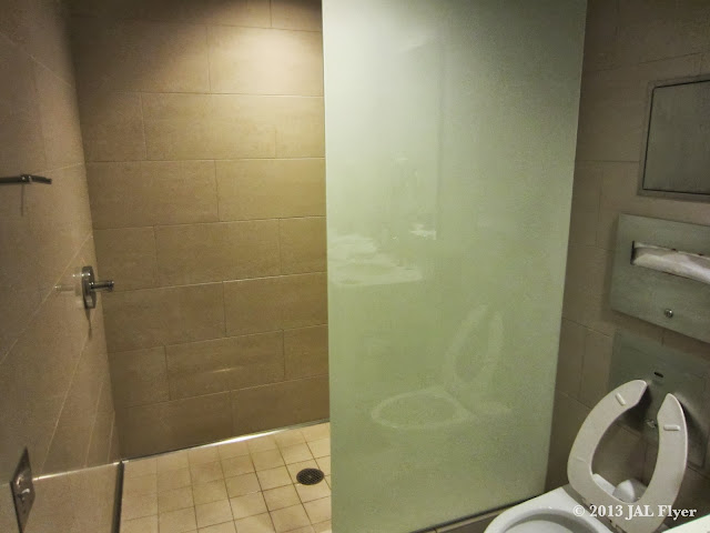 JAL Business Class trip report on JL061: Shower facility inside the oneworld lounge at LAX TBIT