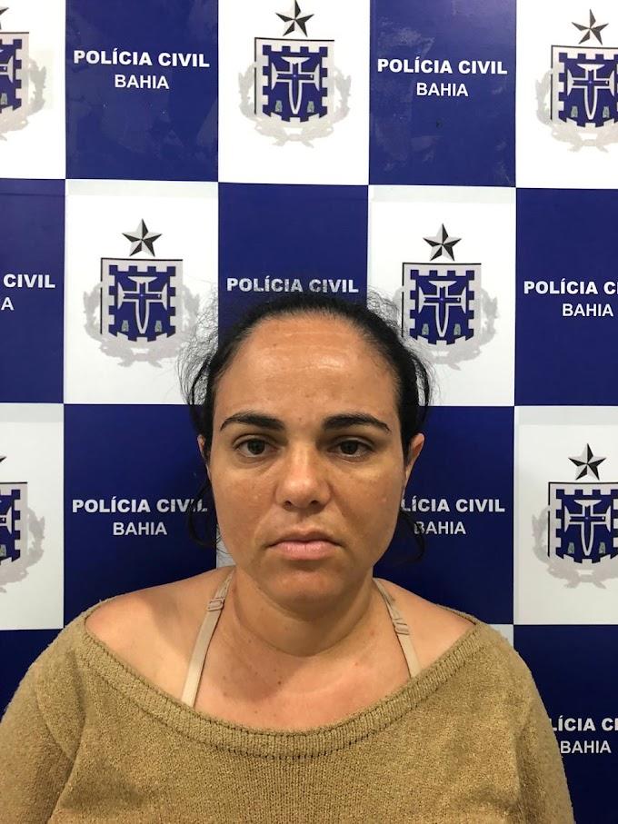 CRIME BÁRBARO | Polícia vai exumar corpo de gêmeo que morreu antes do irmão agredido pela mãe; defesa pode alegar depressão pós-parto