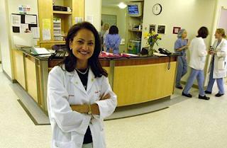 جائزة أميركية بنصف مليون دولار لسودانية تعالج النساء من آثار الختان