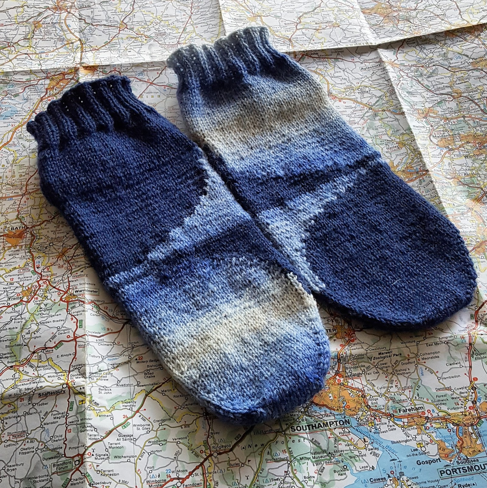 Knitting and so on: Iceberg Socks - Intarsia in the Round