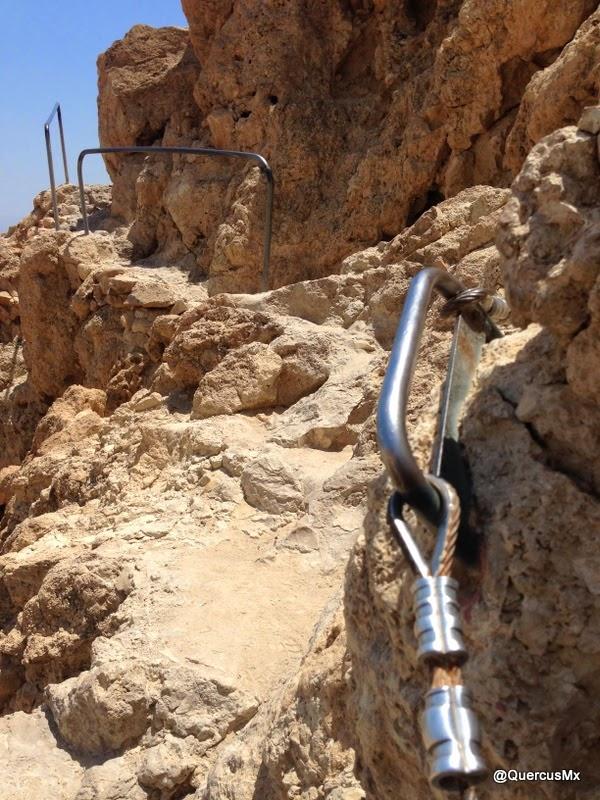 Sendero rumbo a las ruinas del Templo Chalcholite