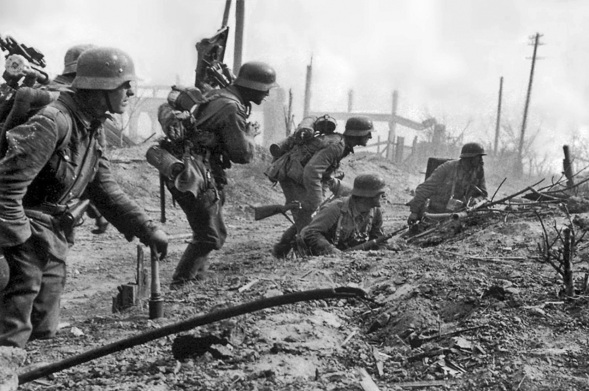 the battle of stalingrad the germans Vladimir putin marks russia's bloodiest battle with the nazis  seventy-five  years later, stalingrad retains a near-sacred status in russian life,.