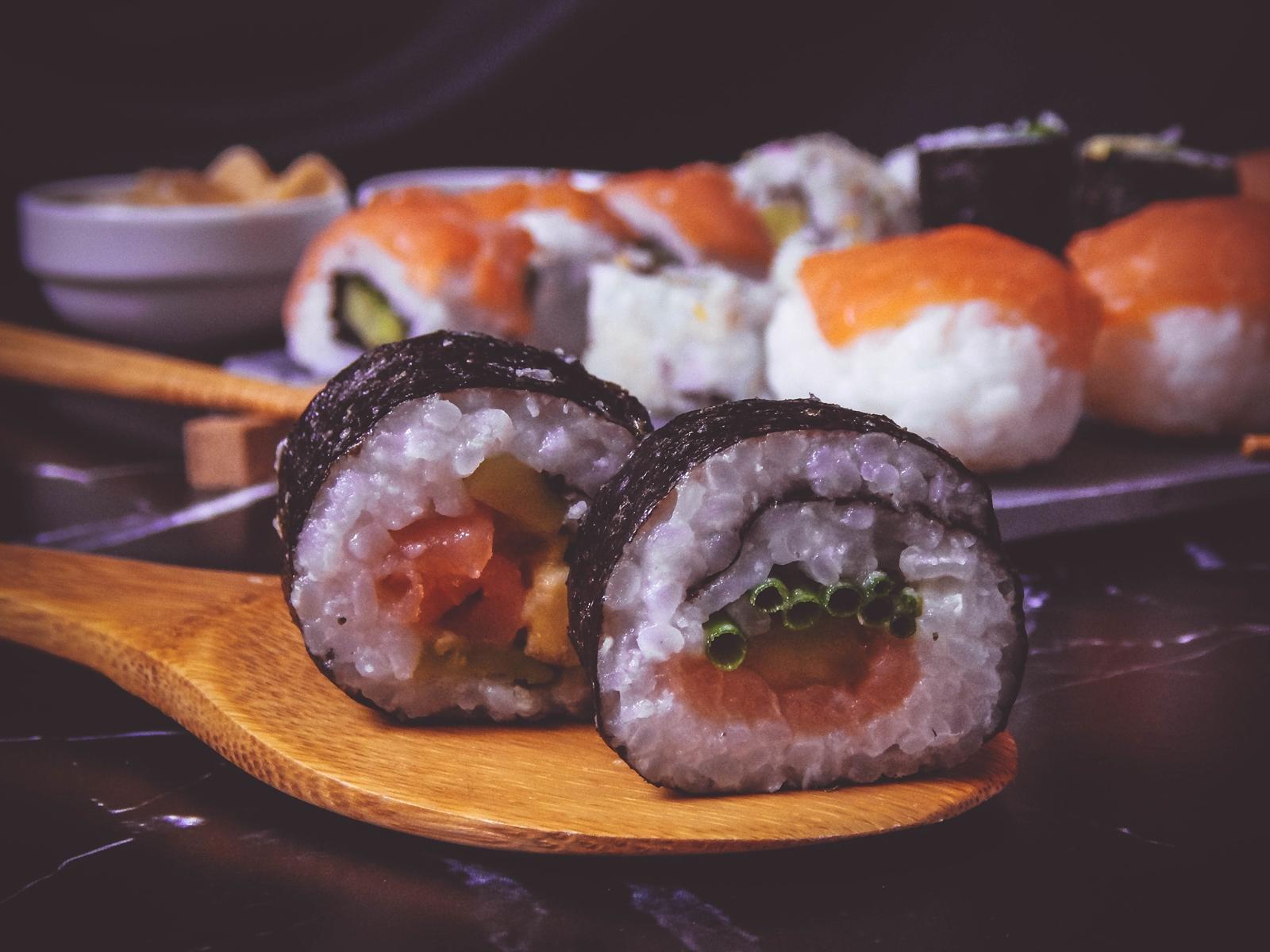 przepis na sushi jak zrobić sushi sushi bez surowej ryby z wędzonym łososiem dragon sushi przepis pomysły rodzaje sushi blog kulinarny melodylaniella łódź blogerka łódzka maki-sushi