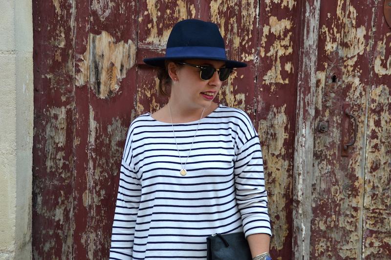 mariniére H&M, chapeau feutrine Aleane officiel, clubmaster et pochette American Vintage