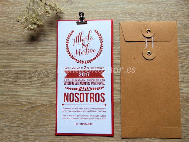 Invitación de boda moderna e informal de estilo tipográfico con letras de diferentes tamaños
