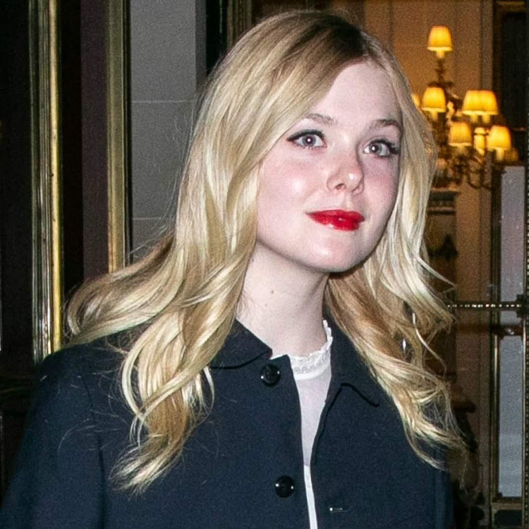 Elle Fanning step out in Paris : ファッション・ウィーク開催中のパリのエルたん ! !