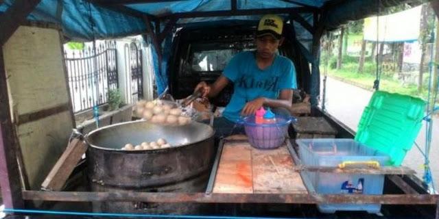 Foto asli penjual Tahu Bulat di Bandung