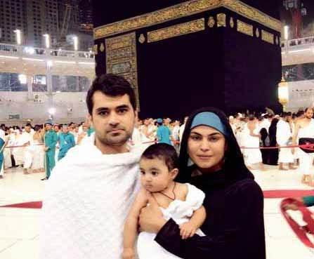 Veena Malik, Veena Malik on haj, Veena Malik on Ummrah, Asad khan, Abram khan, Veena Malik with Husband and son