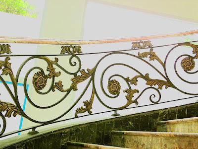 railing tangga mewah adalah pagar klasik