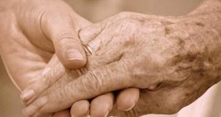 9 λόγοι που χρειαζόμαστε τη μαμά μας όσο χρονών κι αν είμαστε…